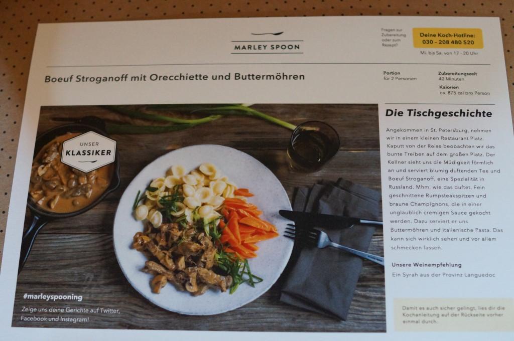 Rezeptkarte für Boef Stroganoff mit Orecchiette und Buttermöhren